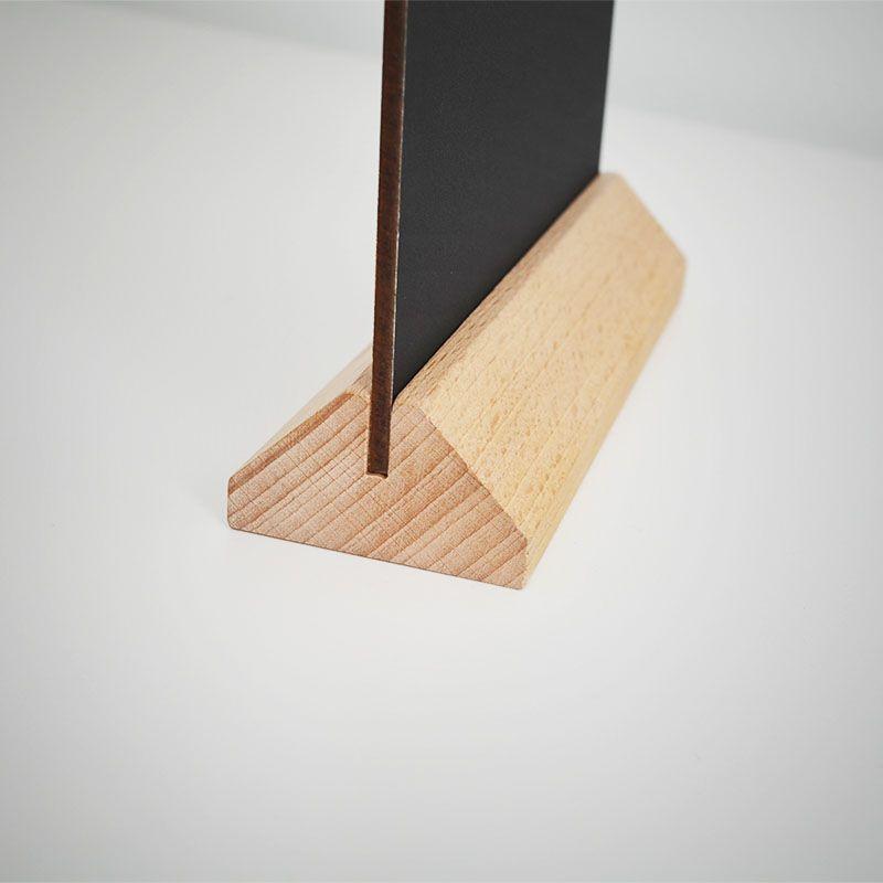tischaufsteller aus holz mit dreiecksockel. Black Bedroom Furniture Sets. Home Design Ideas